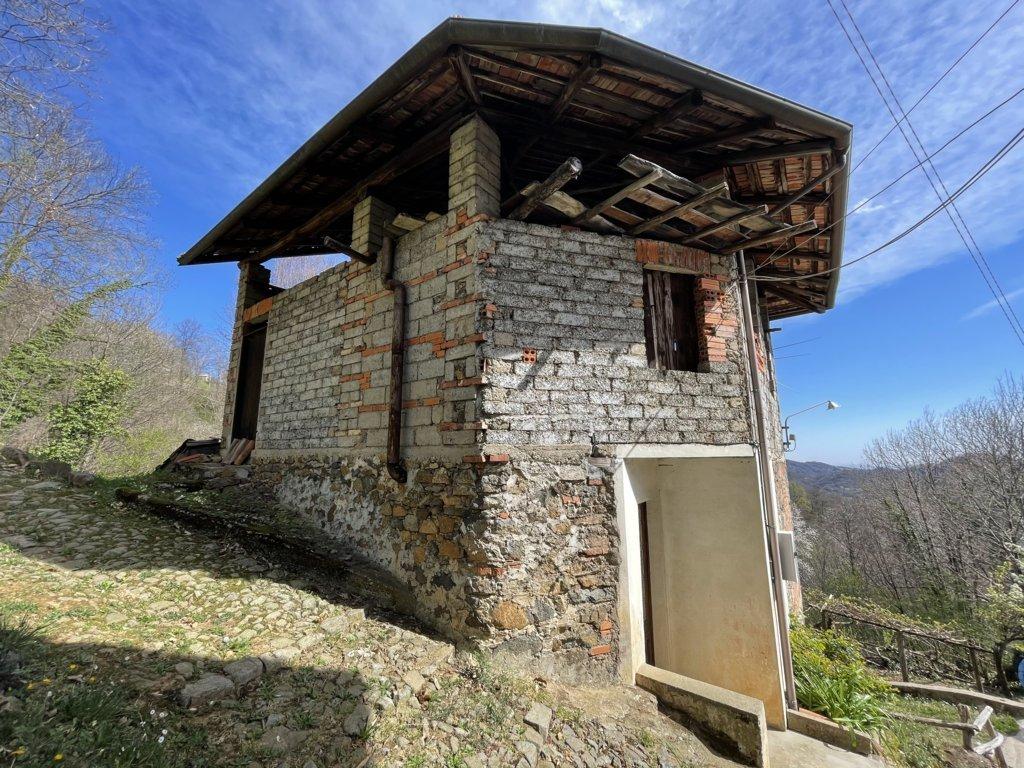 Casa indipendente da ristrutturare con terreno annesso