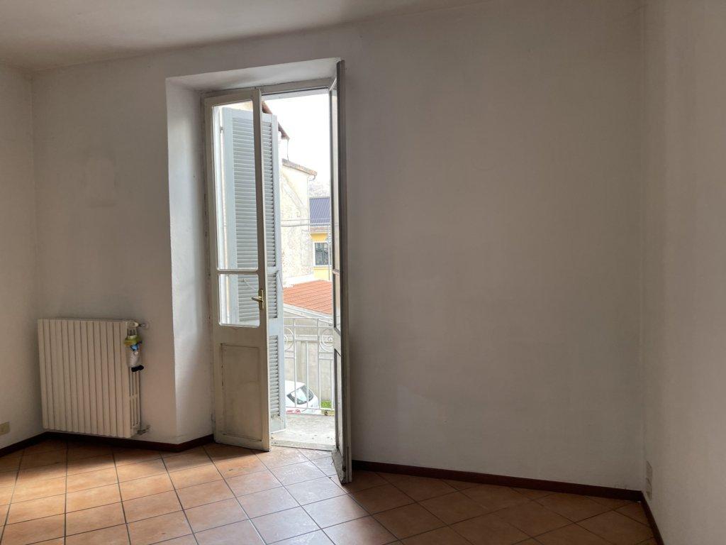 Vendesi appartamento al piano primo posizione soleggiata