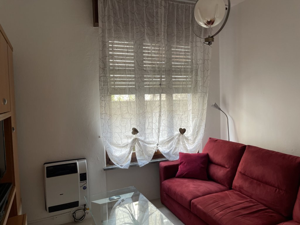Affittasi appartamento con balcone